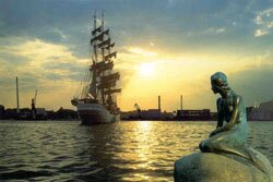 Русалочка и корабль